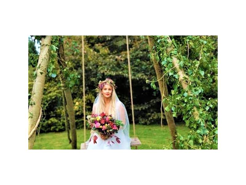 bride-on-swing